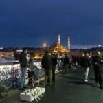 les pêcheurs à la ligne, Yeni camii au loin