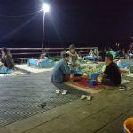 repas au bord du Mékong