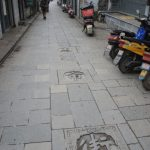 nom de la rue marqué au sol