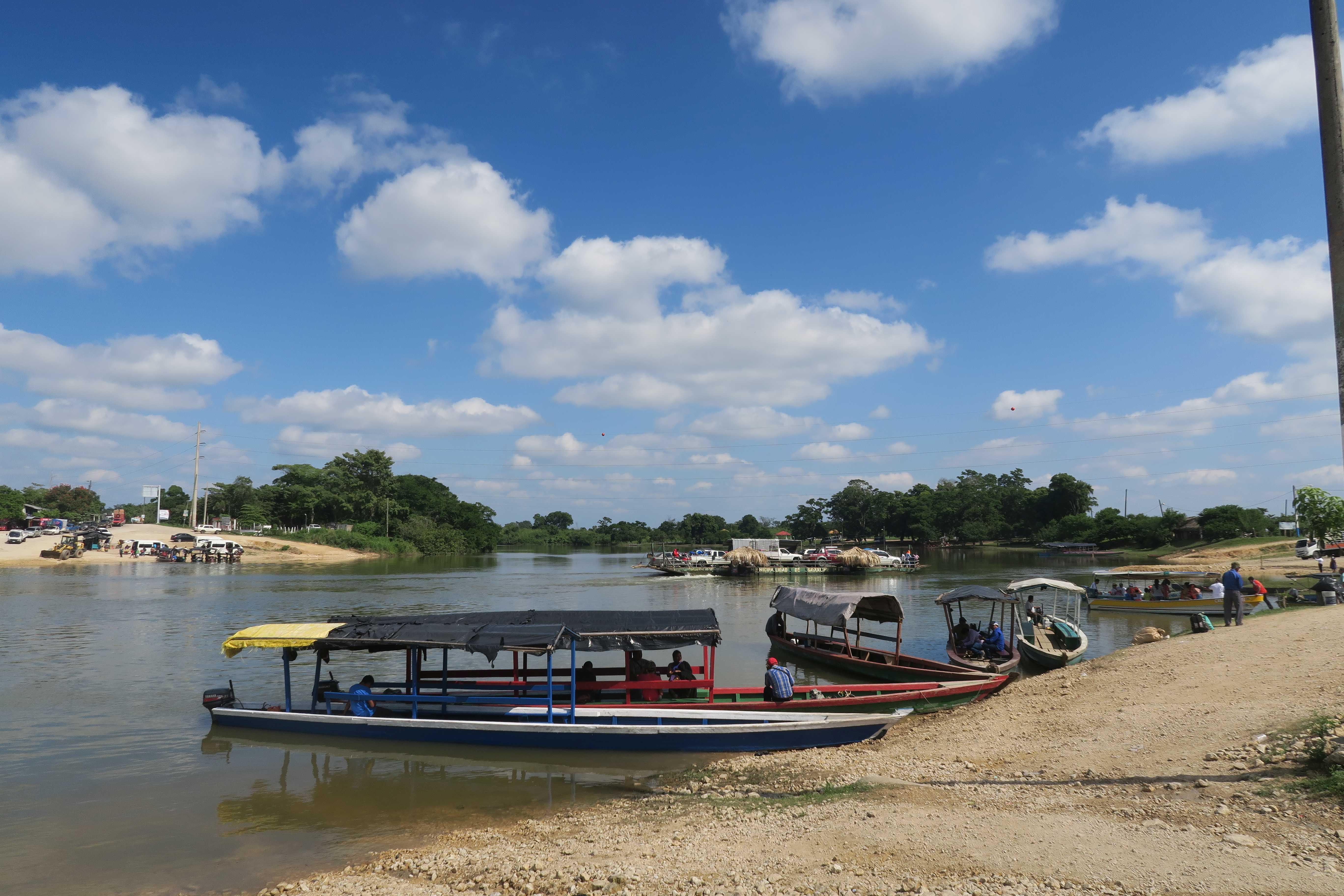Sayaxché au bord du fleuve