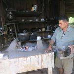 Juan Carlos nous prépare les frijoles